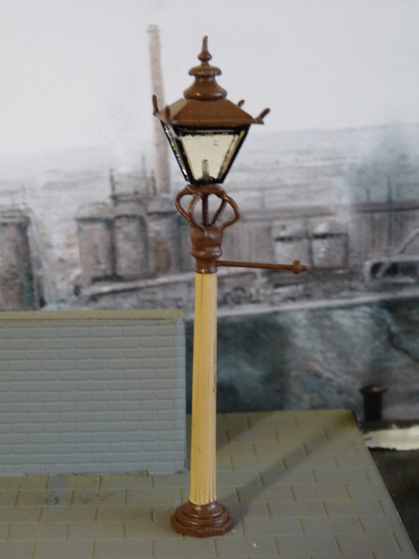 1 x 6' Fluted station lamp